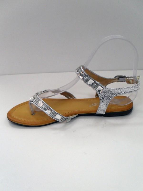 cfcea1bbeb17d Strieborné orientálne sandálky Night Dream Vás potešia ako letný vánok.  Materiál eko koža, s krásnymi striebornými kamienkami.