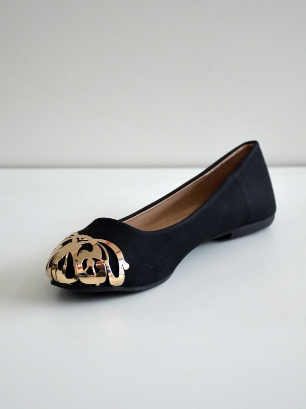 c2d9535753 Jednoduché balerínky ozdobené zlatým motýľom. Odľahčia váš krok a dodajú  sebavedomie.