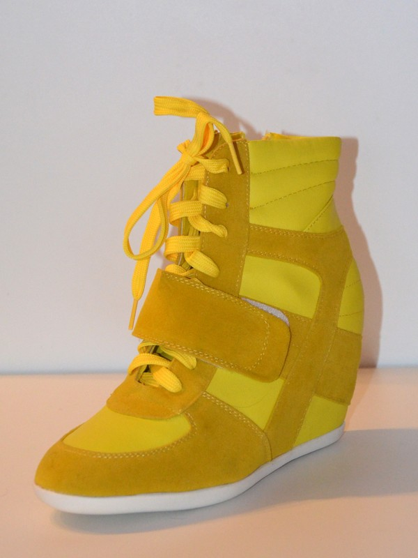 c80f16da4 Krásne tenisky na platforme potešia každú ženu čo má rada športovú eleganciu,  tenisky krásne predĺžia nohy a sú v príťažlivej žltej farbe.